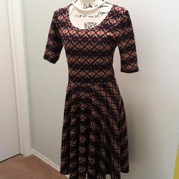 LuLaRoe Dresses & Skirts - EUC LulaRoe fit & flare dress  medium